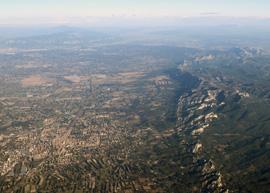 Vue aérienne des Alpilles